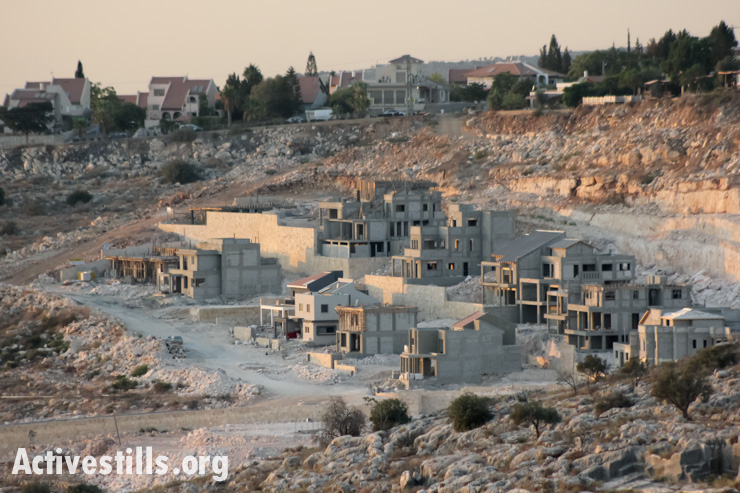 Building of new settlement units, Abud, West Bank, 13.09.2013