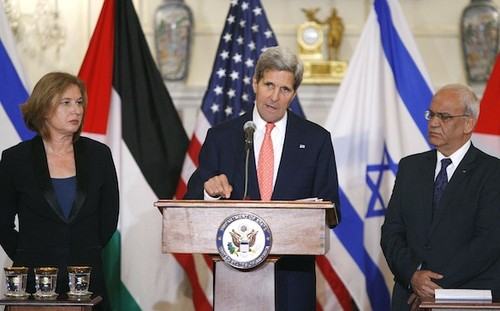 U.S. Secretary of State John Kerry announces further peace talks at a news conference with Israel's Justice Minister Tzipi Livni and Chief Palestinian negotiator Saeb Erekat in Washington