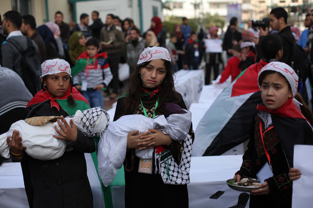 Palestinian children take part in a protest to show solidarity with Palestinian refugees in Syria's main refugee camp Yarmouk